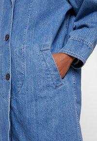 Levi's® - CHARLOTTE COAT - Classic coat - medium light stonewash - 5