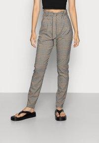 Vero Moda - VMEVA LOOSE PAPERBAG PANT  - Trousers - tobacco brown checks black/ white/ green - 0