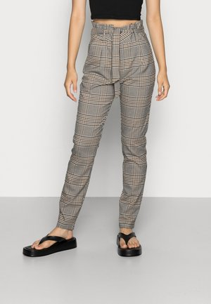 VMEVA LOOSE PAPERBAG PANT  - Trousers - tobacco brown checks black/ white/ green