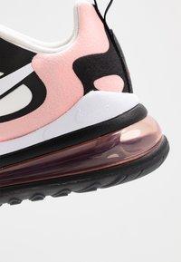 Nike Sportswear - AIR MAX 270 REACT - Joggesko - black/white/bleached coral/metallic gold/university red - 2
