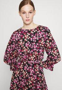Miss Selfridge - ROSE - Freizeitkleid - multi-colour - 3