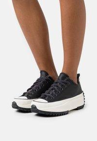 Converse - RUN STAR HIKE  - Zapatillas - black/almost black/egret - 3