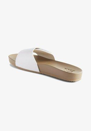 CORONADO  - Sandalias planas - white