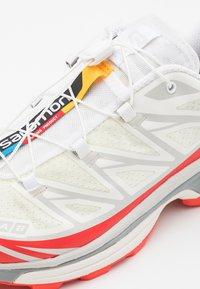 Salomon - SHOES XT-6 ADV UNISEX - Sneakers basse - vanilla ice/white/racing red - 7