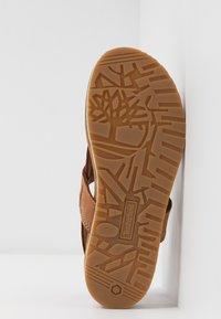 Timberland - MALIBU WAVES THONG - Sandály s odděleným palcem - rust - 6