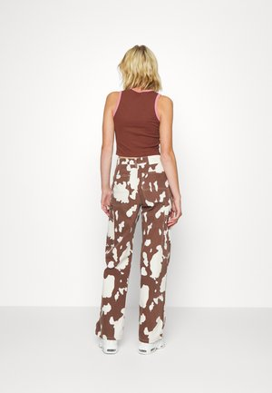JUNO PANT - Jeans a sigaretta - brown/white