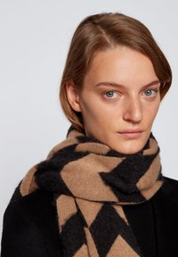 BOSS - C_LIVERAL - Scarf - patterned - 1