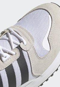 adidas Originals - SPORTS INSPIRED SHOES - Matalavartiset tennarit - ftwwht/cblack/ftwwht - 8
