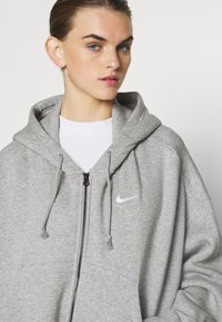 Nike Sportswear - TREND - Zip-up hoodie - dark grey heather/white - 5