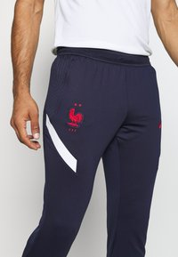 Nike Performance - FRANKREICH FFF DRY PANT - Article de supporter - blackened blue/white/university red - 4