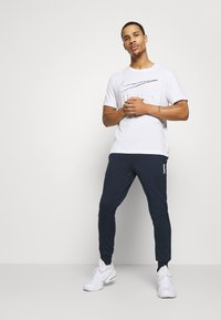 Jack & Jones Performance - JJWILL PANTS - Träningsbyxor - navy blazer - 1
