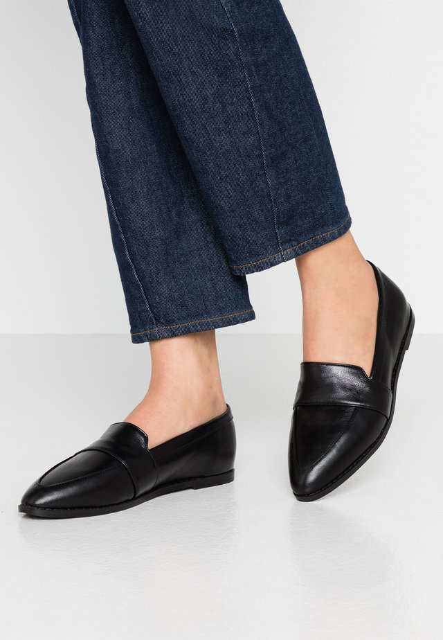 IZABEL VEGAN  - Mocasines - black