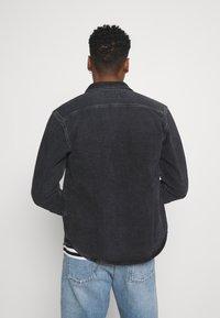 Carhartt WIP - SALINAC JAC MAITLAND - Camicia - black middle worn wash - 2