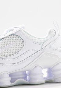 Nike Sportswear - SHOX NOVA - Zapatillas - white - 2