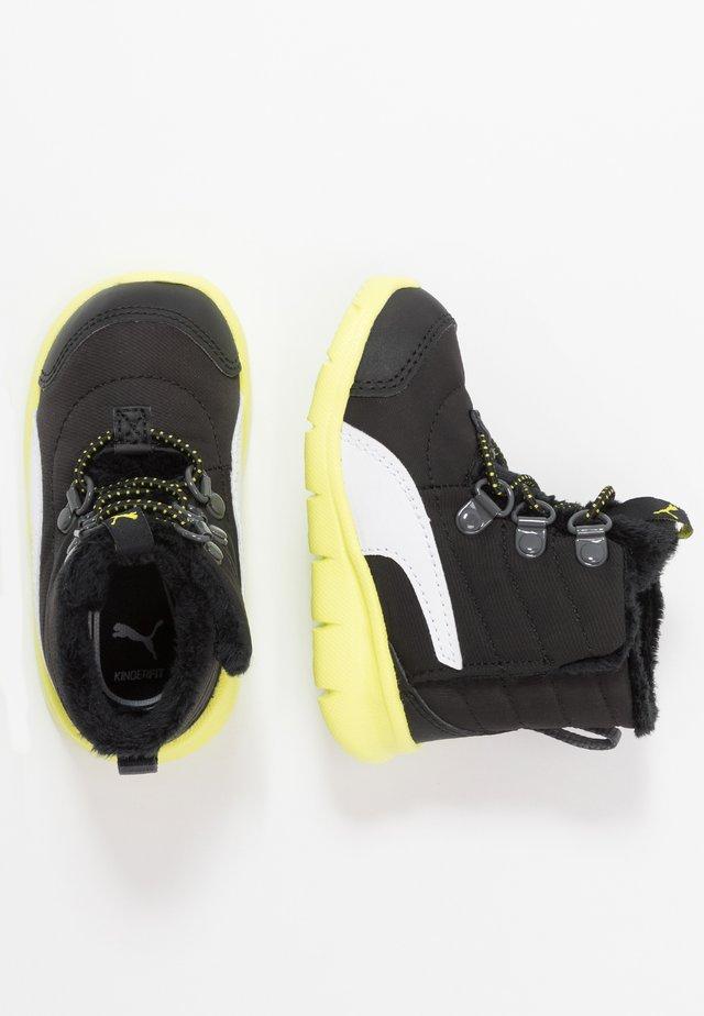 BAO 3 BOOT - Zimní obuv - black/nrgy yellow