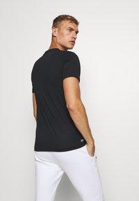 Lacoste Sport - GRAPHIC - Sports shirt - noir/enluminure - 2