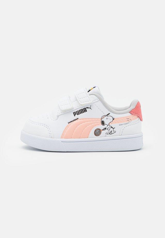 PEANUTS SHUFFLE UNISEX - Sneakersy niskie - white/apricot blush/sun kissed coral/black
