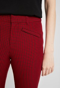 GAP - ANKLE BISTRETCH - Trousers - black/red - 6