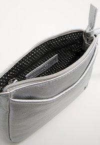 TOM TAILOR DENIM - CILIA - Across body bag - silber - 4