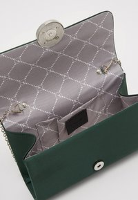 Tamaris - AMALIA - Clutch - green - 2