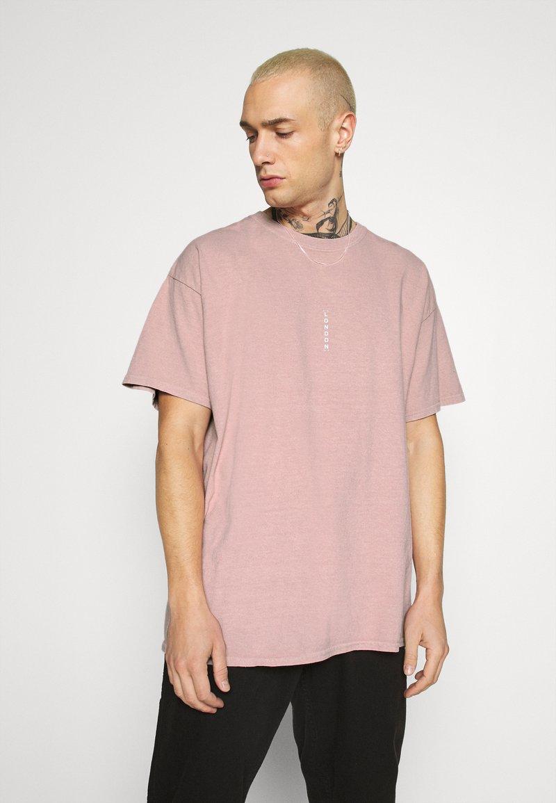 Topman - VERT LONDON TEE - Print T-shirt - pink