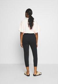 Even&Odd Petite - SLIM FIT JOGGERS - Pantalones deportivos - black - 2