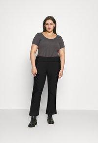 Vero Moda Curve - VMDITTE PANT - Kalhoty - black - 1