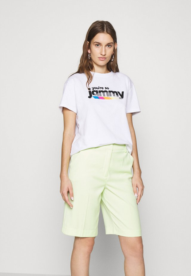 JAMMY PRINTED TEE - T-shirts med print - white