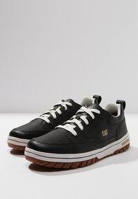 Cat Footwear - DECADE - Sznurowane obuwie sportowe - black - 2