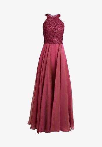 Společenské šaty - himbeer
