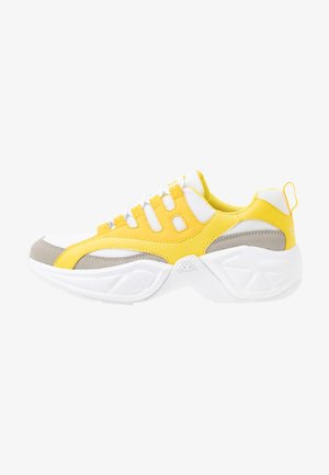 OVERTON - Sports shoes - grey/yellow