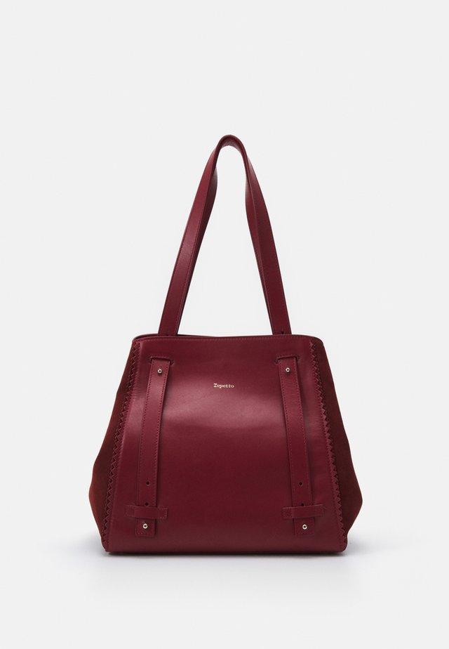 DOUBLE VIE - Handbag - carmin