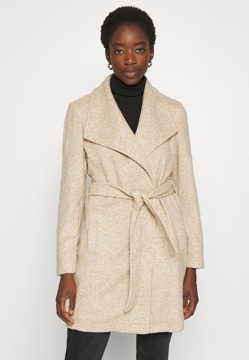 Vero Moda - VMBRUSHEDDORA JACKET - Frakker / klassisk frakker - nude