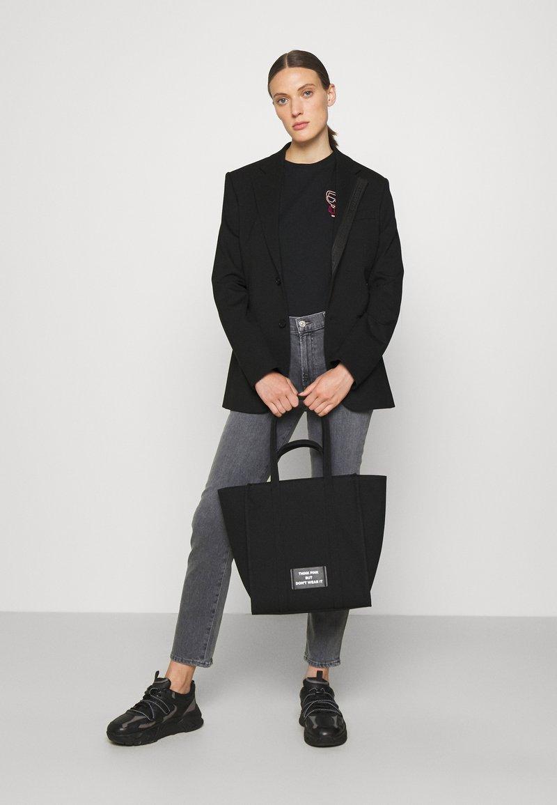 KARL LAGERFELD - IKONIK BIARRITZ TOTE - Handbag - black