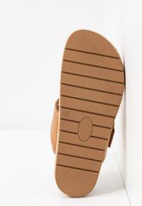 Call it Spring - SKYYE - Sandály s odděleným palcem - cognac - 6