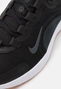 Nike Performance - REACT ESCAPE RN - Chaussures de running neutres - black/dark smoke grey/white/praline - 5