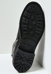 Pepe Jeans - TOM CUT PREMIUM - Šněrovací kotníkové boty - black - 4