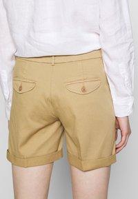 Benetton - BERMUDA - Shorts - beige - 3