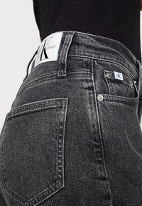 Calvin Klein Jeans - MOM JEAN - Slim fit jeans - grey - 4
