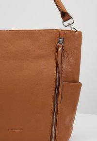 FREDsBRUDER - NEW TRUE - Handbag - dark camel - 6