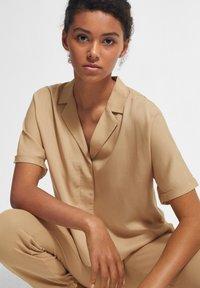 comma - BOXY - Button-down blouse - sahara - 3