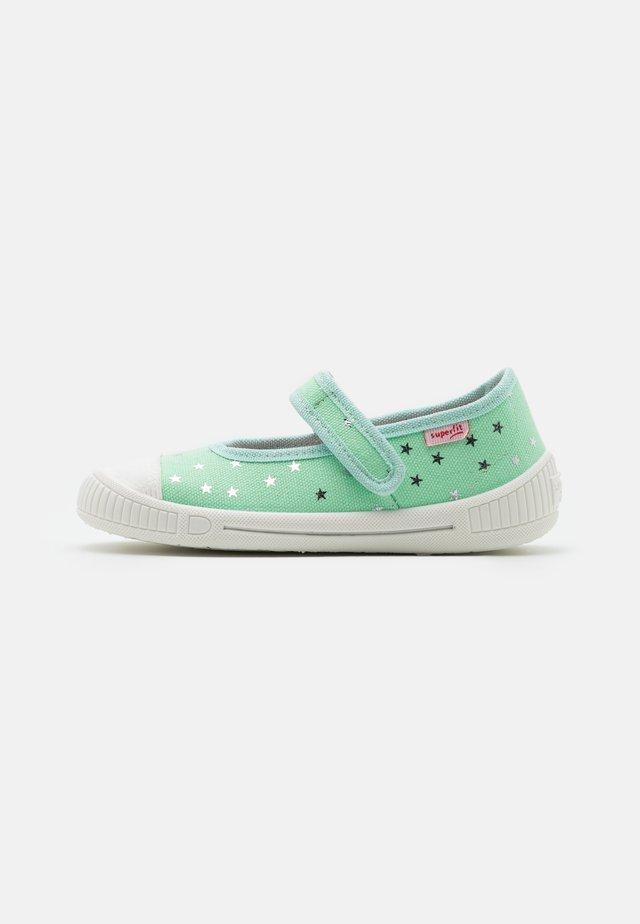 BELLA - Domácí obuv - grün