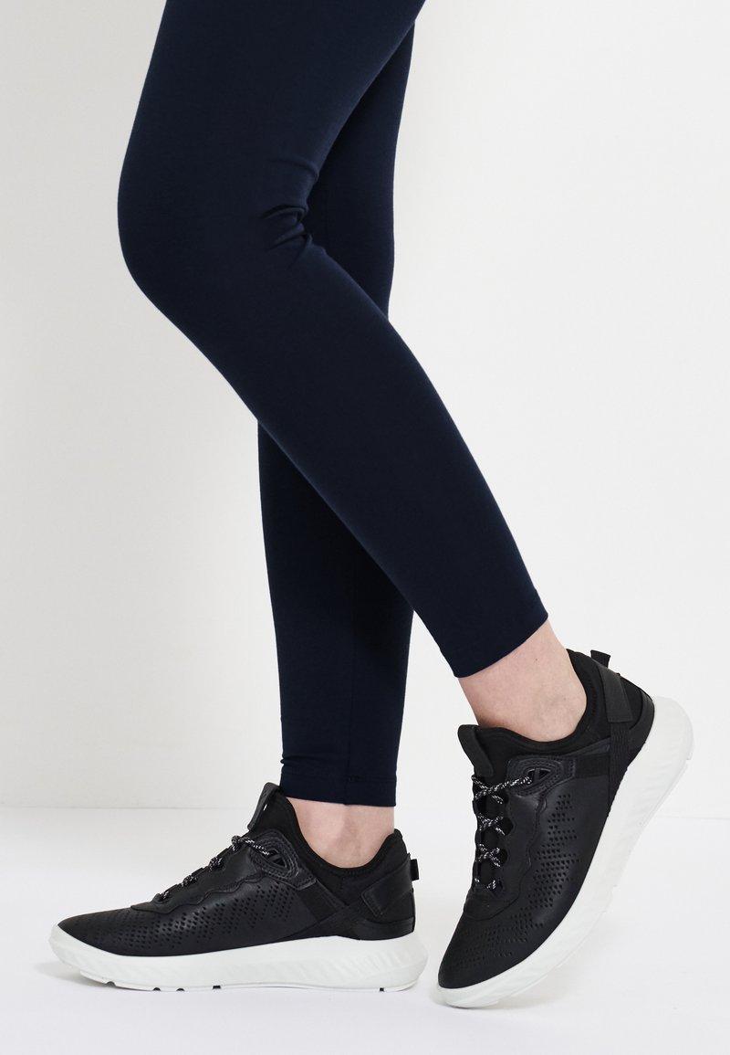 ECCO - ST.1 LITE - Sneakersy niskie - black
