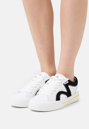 SCARPA DONNA WOMANS SHOES - Sneakersy niskie - white