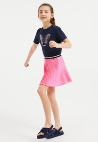 WE Fashion - MET STIPPEN EN GLITTERDETAILS - A-lijn rok - bright pink - 1