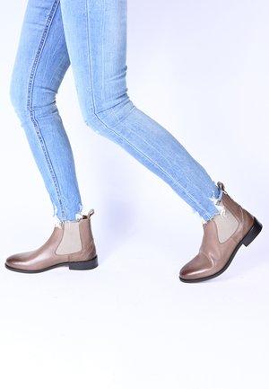 SUVI - Korte laarzen - taupe