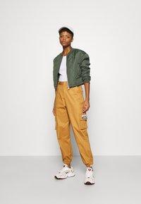 adidas Originals - TRACK PANT - Pantalon cargo - mesa - 1