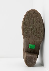 El Naturalista - HAYA - High heeled ankle boots - pleasant black - 6