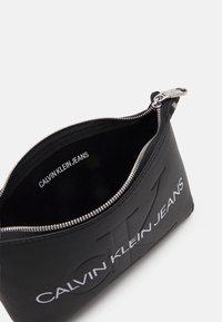 Calvin Klein Jeans - SHOULDER POUCH - Kabelka - black - 2