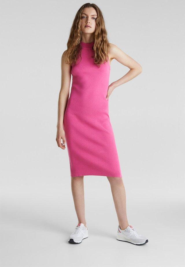 KLEID AUS RIPPSTRICK MIT ORGANIC COTTON - Shift dress - pink fuchsia